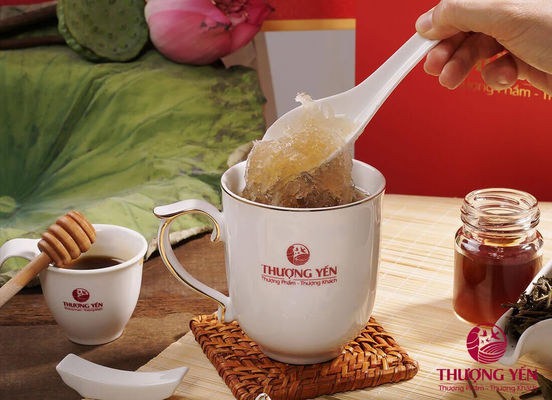 Mua yến chưng tươi uy tín sẽ đảm bảo chất lượng, dùng ngon hơn khi ướp lạnh.