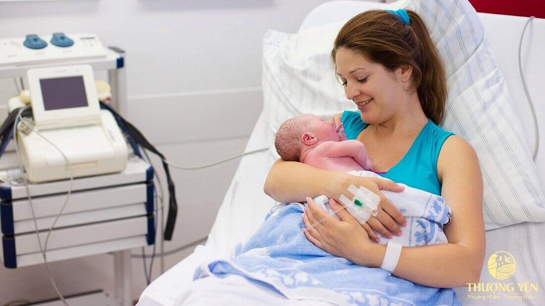 Sau khi sinh là thời điểm người mẹ thiếu nhiều chất nhất và sức khỏe suy giảm nhiều nhất