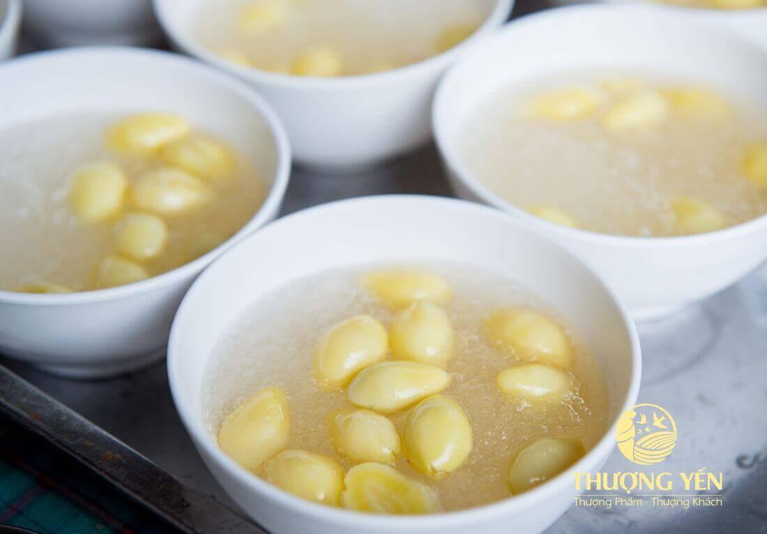 Yến chưng hạt sen - 3 món tuyệt chiêu giúp an thai, giải nhiệt