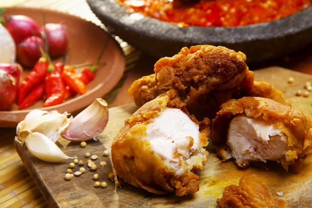 Sinh mổ ăn thịt gà được không? Sinh mổ bao lâu thì ăn được thịt gà?